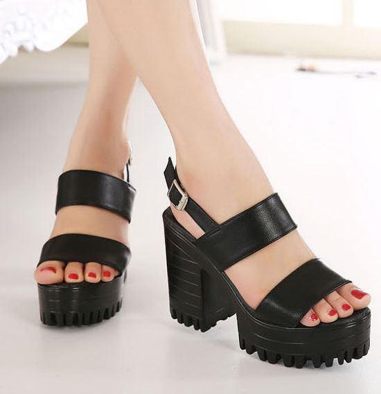 Black Double Strap Chunky Heels Sandals on Luul