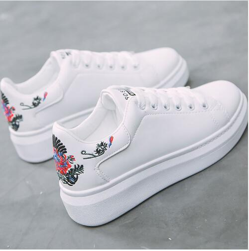 2019 Spring Women sneakers on the platform Embroider white .
