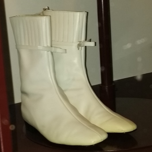 Go-go boot - Wikiped