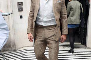 How to Wear a Linen Suit — GQ   Summer suits men, Linen suits for m