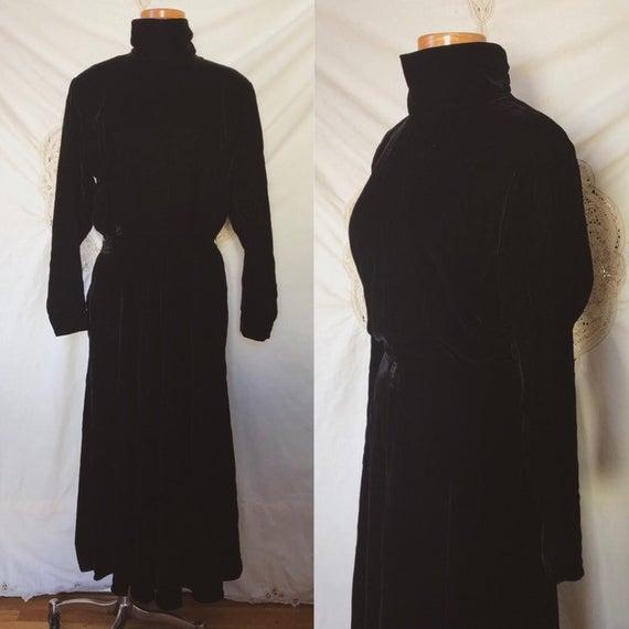 Velvet turtleneck dress | Et
