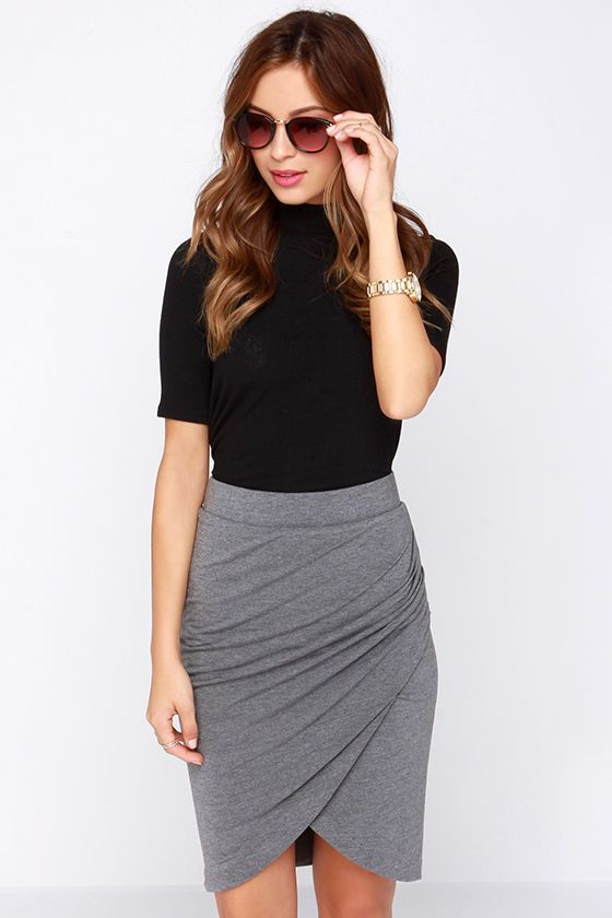 This skirt resembles the shape of a tulip, with overlapped fabrics .