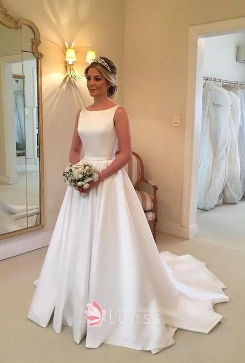 Simple White Sleeveless Bateau Neck Wedding Gown - Lun